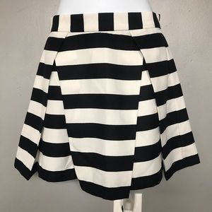 Forever 21 | Black and White Miniskirt | Size: XS